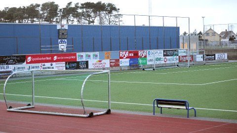 Her, på Nye Loens nye kunstgras, skal lørdagens treningskamp mellom Bryne og Sandnes Ulf spilles.