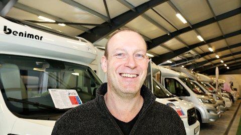 Tor Alvern, daglig leder ved Abobil.no, selger stadig flere bobiler.