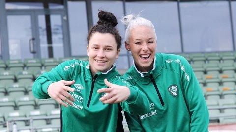 Lindsey Burke Harris (t.v.) og McKenzie Berryhill er åpenbart to blide, unge kvinner.