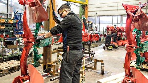 I plogfabrikken på Øksnevad jobber det rundt 560 ansatte fra 26 nasjoner. I løpet av året skal det bli enda flere arbeidere.