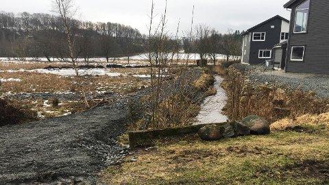 UTBYGGING: Elvemuslingar i Frøylandsbekken har blitt eit tema i ei planlagd utbygging i dette området på Kalberg. Biletet er tatt etter forundersøkingar i området.
