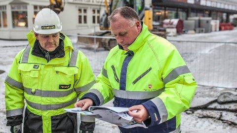 Ole Bjørn Maråk (t.h.) seier at Time kommune vil gå gjennom rutinane for bortkøyring av massar frå sentrumsområde.