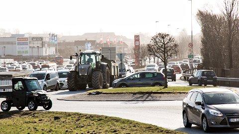 Ordførerne i Klepp og Time ønsker å løse denne flaskehalsen ved Bryne sentrum på sikt, men mener det haster mer å få på plass en omkjøringsvei i andre enden av Frøylandsvatnet.
