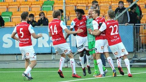Bildet er tatt sekunder etter at kvartfinaleplassen var sikret. Fra venstre ser vi Rogvi Baldvinsson, Markus Eiane, Sander Ystanes, Igor Spiridonov, Ola Johannes Elvedahl og Einar Tunheim Lye.