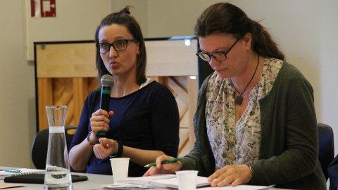 Therese Fossnes (t.v), arbeidsplasstillitsvalt ved Rosseland skule og Marit Vardøy, leiaren i Utdanningsforbundet i Time, er blant dei som har engasjert seg for å få ein tredje barneskule på Bryne.