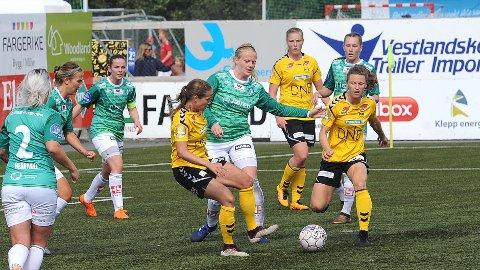 McKenzie Berryhill (f.v.), Kirsty Yallop, Tuva Hansen, Susanne Vistnes og Elisabeth Terland fikk en travel dag i forsvar mot LSK.
