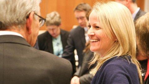 Ordførar Ane Mari Braut Nese (bak til høgre) i formannskapet saman med rådmann Torild Lende Fjermestad og Høgre sin gruppleiar Vidar Haugland.