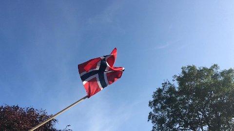 FLAGG: Det norske flagget vil utvilsomt veive i vinden på konfirmasjonsdager og for de som feirer bryllup denne våren - men den store feiringen må vente.