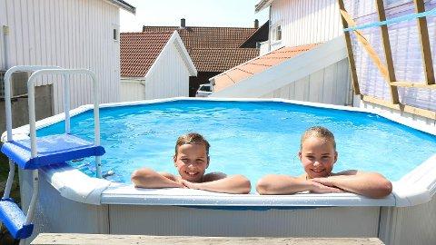 - KJEKT: Ane Serine og Syvert liker at dei kan bada når dei vil.