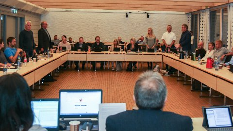 MOT FEM STEMMER: Michael Evans (SV), Bjarne Undheim (Sp), Elisabeth Dysjaland, Thor Inge Kalberg og Petter L. Stabel i Frp stemde nei til bompengepakken.