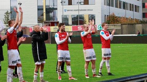 Bryne spillerne kunne juble for tre viktige poeng mot opprykksrivalen Hødd. Fra venstre Andreas Ueland, Omar Fonstad El Ghaouti, Rogvi Baldvinsson, Mads Bøgild og Bjarne Langeland.