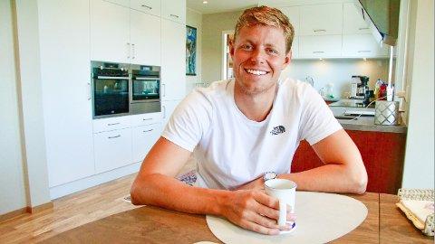 Erik Årsland Gidskehaug trives hjemme på Bryne og klarer seg fint uten å dra bort på sommerferie.