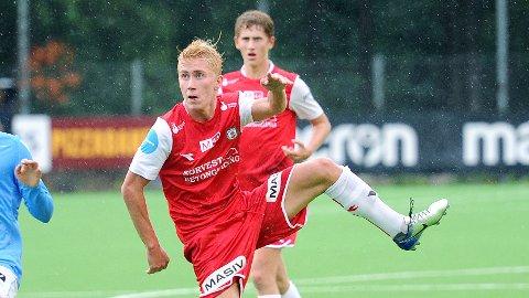 Sondre Svalestad Hovland scoret Brynes trøstemål mot Stabæk. I bakgrunnen Petter Øfsteng. Bildet er fra tredjerundekampen mot Sandnes Ulf.