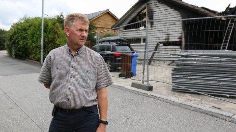 Steinar Espevik sier folk i nabolaget er lettet og glade over at noen nå er siktet for de påsatte brannene på Rosseland.