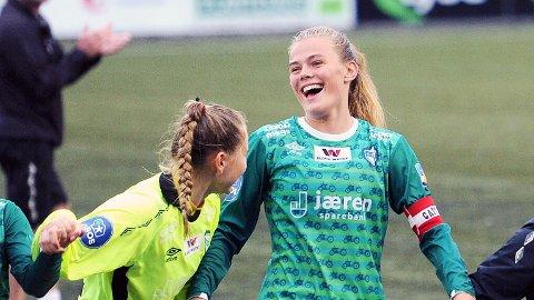 Marthine Østenstad er tatt ut på J19-landslaget for første gang. Her sammen med lagvenninne Kristin Rage, som også er tatt ut.