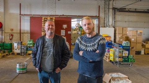 Jone Ditlefsen (t.v) og Terje Winterstø Røthing skipar til juletrefestival med like delar fest og konsert.