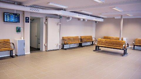 Slik ser venterommet ved Bryne stasjon ut. Det er åpent for tog- og bussreisende som trenger tak over hodet.