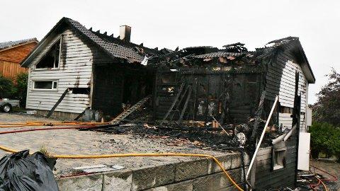 Tre av brannene er nå kodet som «grovt skadeverk», blant annet denne husbrannen.
