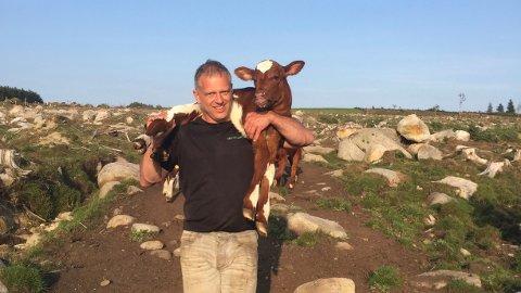 FÆRRE DYR: John Lea, bonde på Varhaug, har redusert produksjonen med godt og vel 100 dyr.