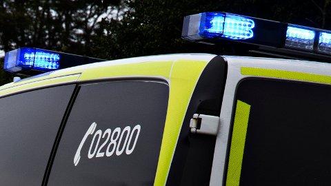 Politiet var på plass hjå bedrifta på Orstad mandag morgon.