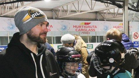 Ole Martin Sande i Klepp Ishockeyklubb er skeptisk til en rund isflate. Bildet er fra isbanen ved Jærhagen, som ble revet ved påsketider. (Arkivfoto: Åge Bjørnevik)