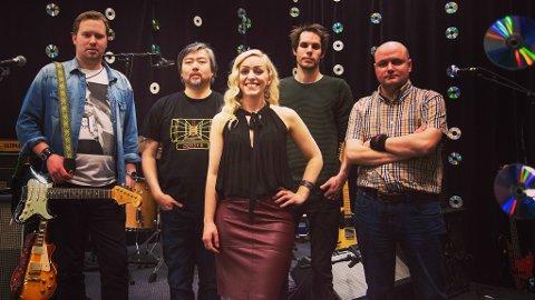 Samana Rising består av fem lokale musikere fra Rogaland. Fra venstre Leif Johan Flornes, Are Øverland, Hanne Sivertsen, Vegard Pettersen og John David Didriksen.