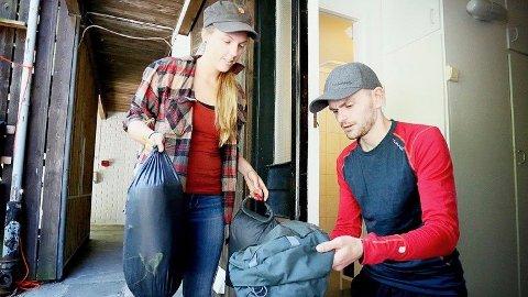 Maren Ueland og Marius Fuglestad pakker til felles Island-tur i sommer.