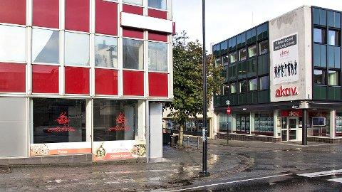 Akkurat nå er det tomt i «Colahjørnet», der Storgata møter Jernbanegata på Bryne. Steinar Haugseng ser for seg at en døgnåpen kiosk og et glasstak kunne ha vært en god start på den nye gågata som etter hvert skal begynne nettopp her.
