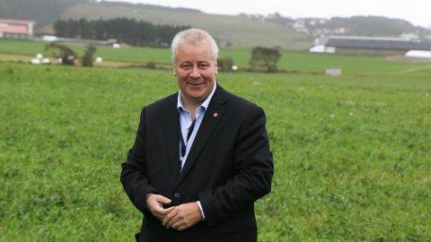 VIL LYTTA: Mat- og landbruksminister Bård Hoksrud (Frp) var på Rogalands-besøk i september. Han vil prioritera å reisa rundt for å lytta og læra.