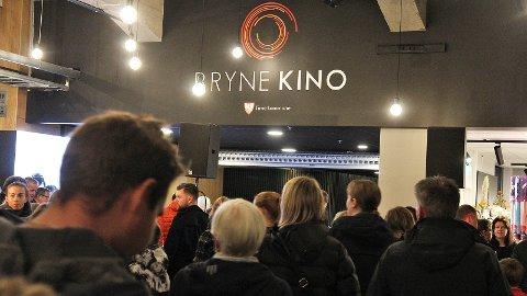 Mange strømmet til den nye kinoen på åpningsdagen 4. oktober. Og i løpet av den første måneden er besøkstallene mer enn doblet fra i fjor.
