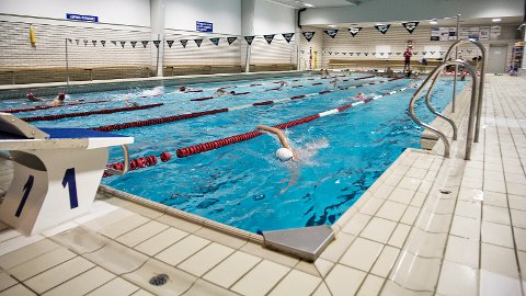 Symjehallen ved Bryne ungdomsskule opna i 1967. Sjølv om bassenget er 25 meter langt, er det eigentleg for smalt til å arrangera konkurransar.