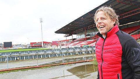 Rundt påsketider startar salet av dei 30 leilegheitene som Team Bygg skal byggja på Bryne stadion, opplyser dagleg leiar Ingvar Sikveland.