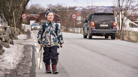 Det er ikkje gang- og sykkelveg den siste biten av vegen mellom Hognestad skule og heimen til andreklassingen Erling. Vegen blir truleg endå meir populær for bilistar mellom Nærbø og Bryne om det kjem bomstasjon på fylkesveg 44.