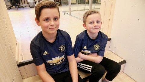 Odin Malmin (t.v.) og Truls Johannesen gleder seg til tirsdagens kamp i Champions League mellom Manchester United og PSG.