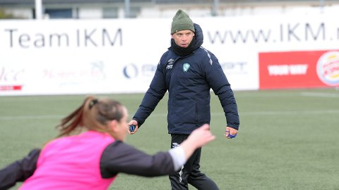 Olli Harder på årets første Klepp-trening. Hege Hansen i forgrunnen.