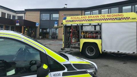 Både politi og brannvesen rykket ut til brannen på Bryneheimen.