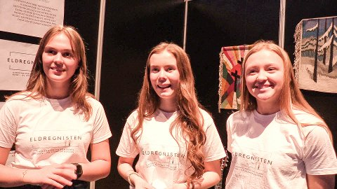 Tryggheim-elevene Marta Elvira Eidsaa Bjorland, Sunniva Muren og Malin Rosnes står bak Rogalands beste ungdomsbedrift; Eldregnisten UB.