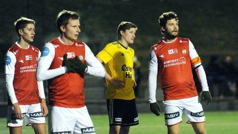 Petter Øfsteng (f.v.), Bjarne Langeland og Rogvi Baldvinsson var med på å tape 1-4 for Sola. Alle tre ble byttet inn i andre omgang.