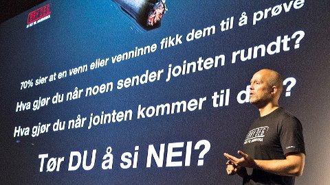 Øystein Samsonsen fra Norsk Narkotikapolitiforening underviste om narkotika på Bryne i november. 10. januar kommer han til Varhaug for å dele av sin kunnskap.