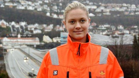 Denne uka skal Trine Villanger, kampanjeansvarleg i Statens vegvesen, Region vest, og resten av kontrollørene sjekke beltebruken på busser på Vestlandet.