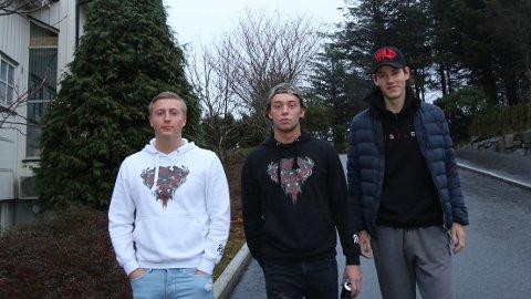 Frå venstre: Michael van der Burg, Morten Skrudland og Jim Stian Vigre er tre av dei ni i russegruppa Wild 2019 som har gitt 30.000 kroner til Kreftforeningen