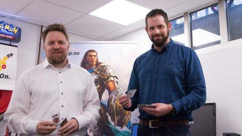 Kjetil Lio og Tore Simonsen driver Cardshop.no sammen. Kontoret ligger i Storgata på Bryne.