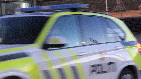 Politiet måtte fredag kveld rykke ut til en boliadresse på Bryne, da en russ gikk berserk.