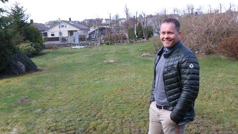 GLER SEG: Trond Tveit i Rogalandshus fortel om stor interesse allereie før firmaet har lagt dei sju, store, prosjekterte einebustadane på Rosseland på Bryne ut for sal.