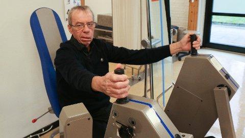 TRENING: Reidar Håland har slite med dårleg balanse og lammingar i fjeset etter hjernesvulstoperasjonen. Nå er all fokus på opptrening.