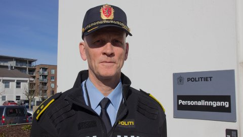 Bjørn Søyland er politikontakt i Time og følgjer med på russebussane ved Bryne vgs.