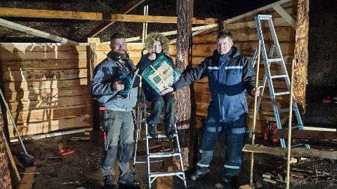 KLARE: Fra venstre: Knut Arild Kleppe, Erik Østebø og Tønnes Østebø, klare for onsdagens julevandring.