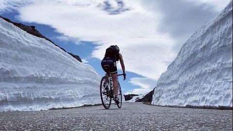Langturer på sykkel har blitt nedprioritert i vår, men nå er Johanna Håland i gang med innspurten i forberedelsene til Thor X-treme triatlon i midten av august, og der inngår sykling opp Lysefjorden (som på bildet).