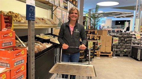FORNØYD: Tone Byberg er butikksjef hos Holdbart i Jærhagen og har travle dager på jobb.