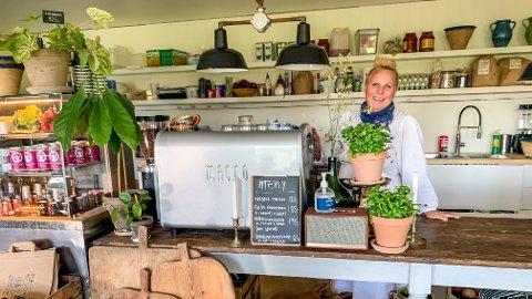 KLAR: Sophia Edbäck er klar til å ta imot gjester i sin nye kafé på Serigstad.